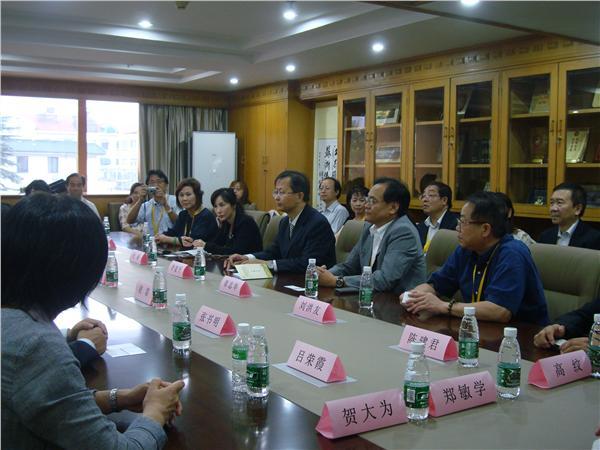 李建平会长率领留日博士总会代表团前来参会